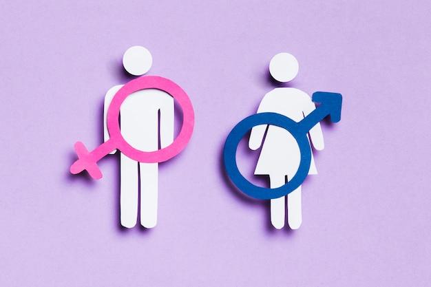 Mulher e homem dos desenhos animados com sinais femininos e masculinos neles Foto gratuita