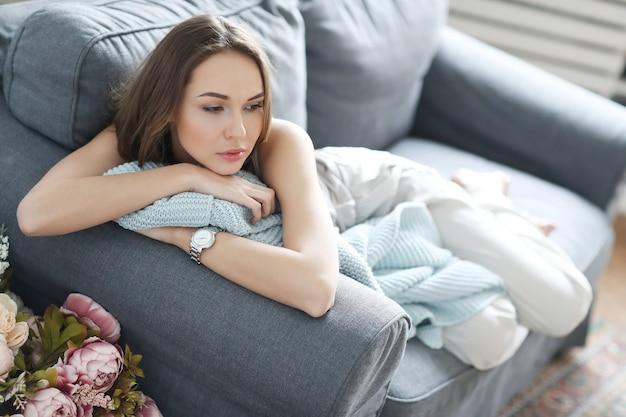 Mulher em casa Foto gratuita