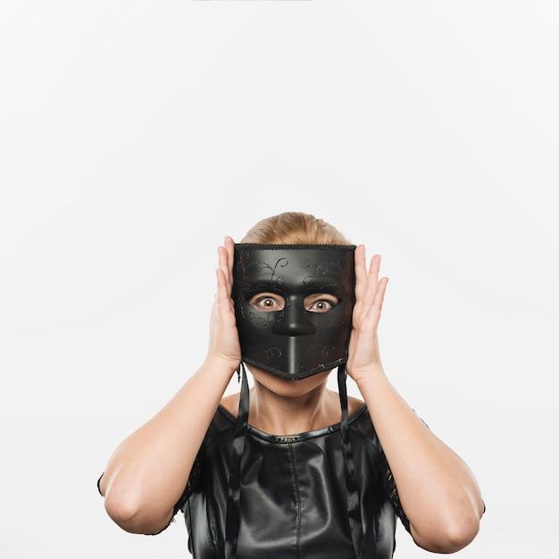 Mulher, em, grande, pretas, carnaval, máscara Foto gratuita