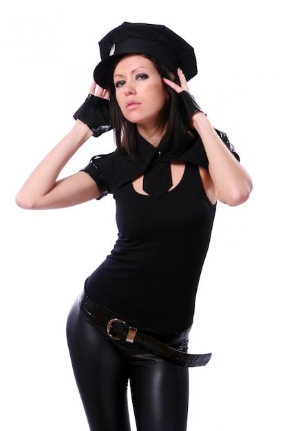 Mulher em traje de festa da polícia Foto gratuita