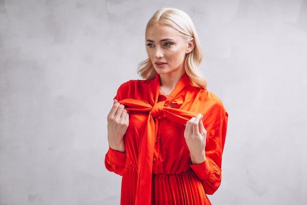 Mulher, em, vestido vermelho Foto gratuita