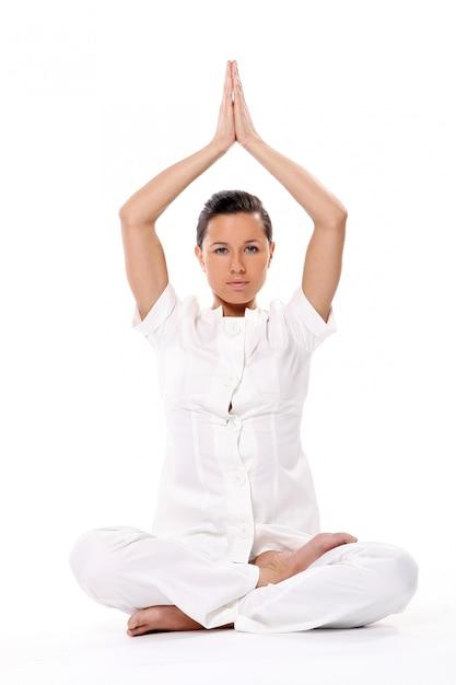 Mulher esporte fazendo exercícios de ioga Foto gratuita