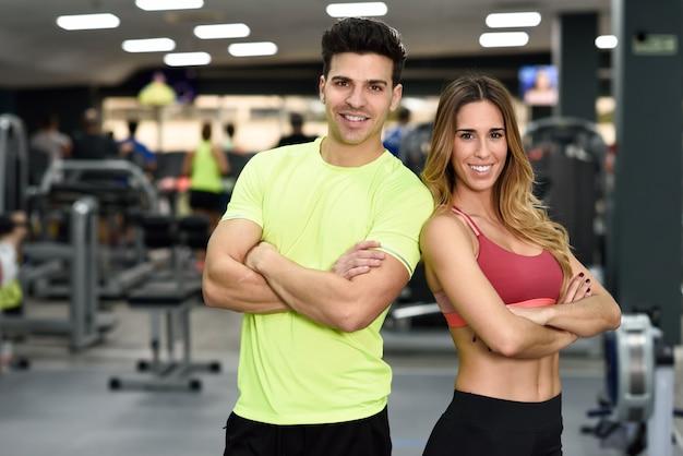 Mulher esportivo magro ginásio Foto gratuita