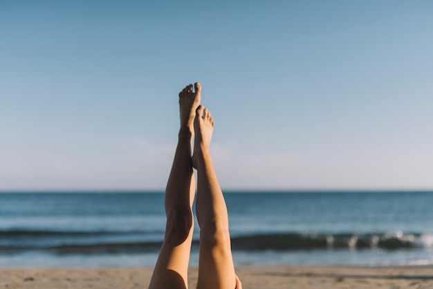 Resultado de imagem para pernas praia