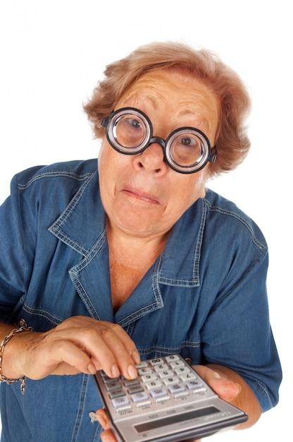 Mulher idosa, com, calculadora Foto Premium