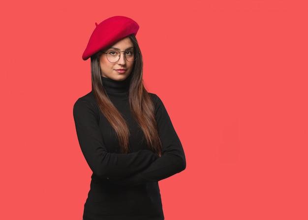 Mulher jovem artista olhando para a frente Foto Premium