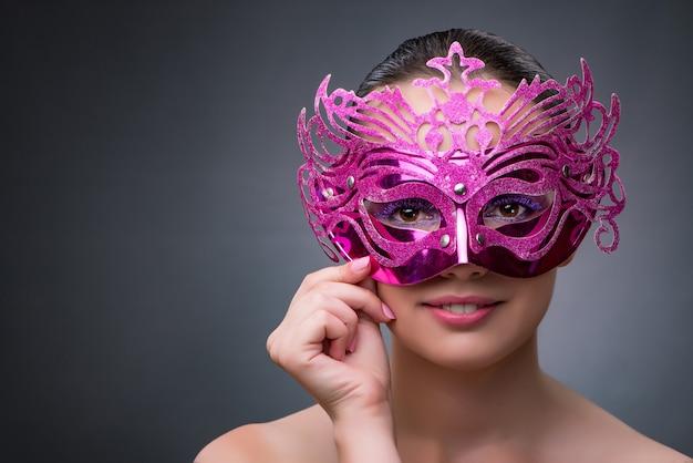 Mulher jovem, com, carnaval, máscara Foto Premium