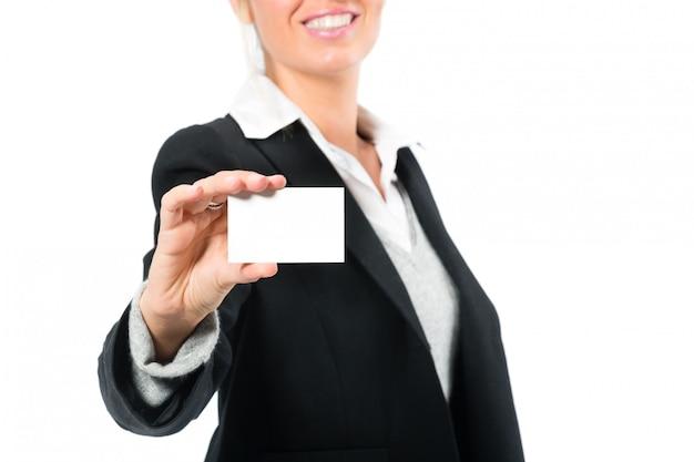 Mulher jovem, com, um, businesscard Foto Premium