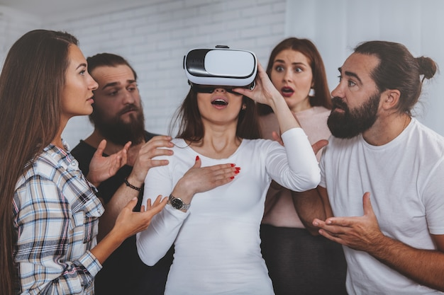 Mulher jovem, desgastar, 3d, virtual, óculos realidade Foto Premium