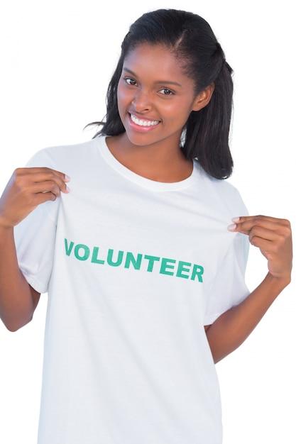 Mulher jovem, desgastar, voluntário, tshirt, e, apontar Foto Premium