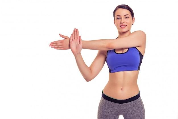 Mulher jovem e atraente no desgaste dos esportes é alongamento. copyspace Foto Premium