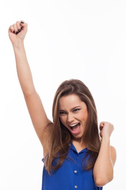 Mulher jovem e bonita é muito feliz Foto gratuita