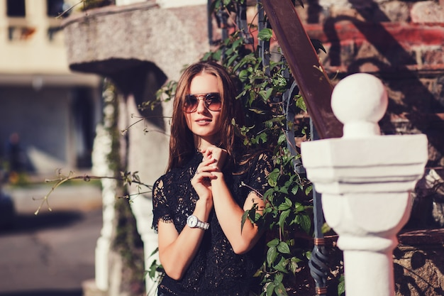 Mulher jovem, em, elegante, casual Foto Premium