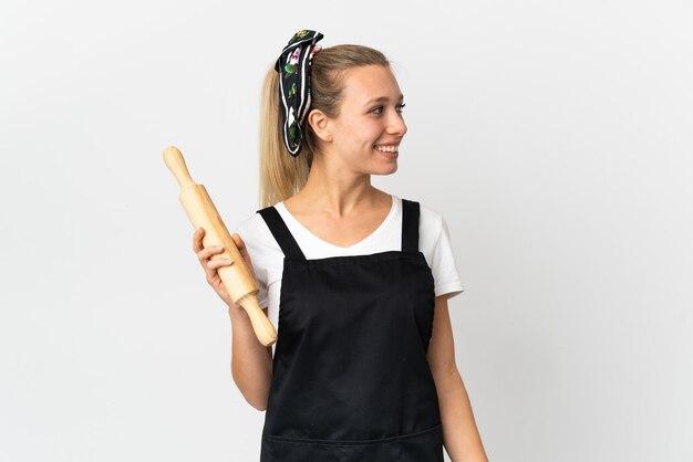 Mulher jovem padaria isolada no branco Foto Premium