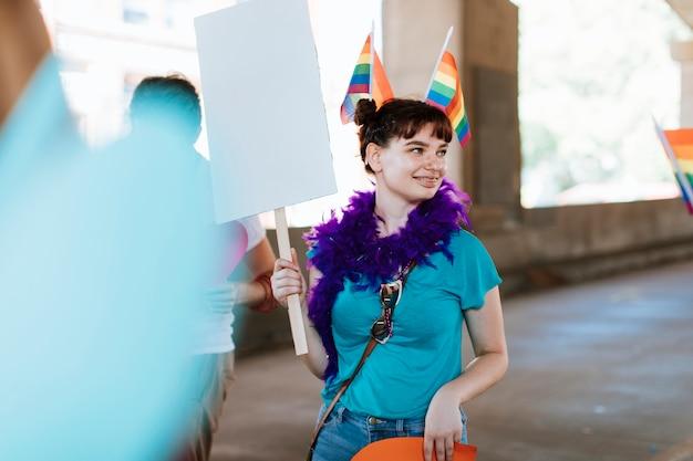 Mulher, juntar, um, orgulho alegre, e, lgbt, festival Foto Premium