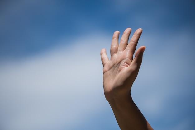 Resultado de imagem para levantar a mão foto