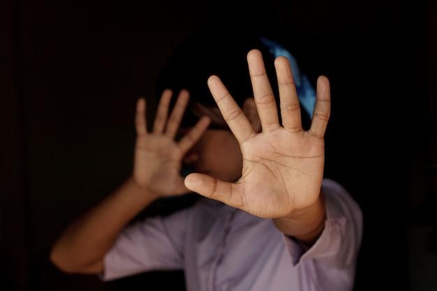 Mulher levantou a mão para dissuadir, campanha para acabar com a violência contra as mulheres Foto Premium