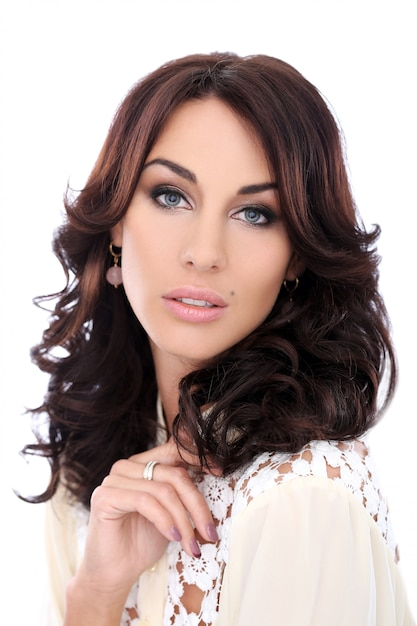 Mulher linda com rosto bonito Foto gratuita