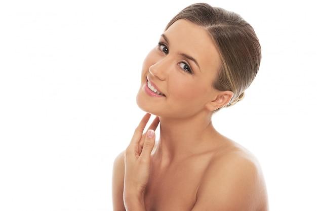 Mulher linda com uma pele perfeita Foto gratuita