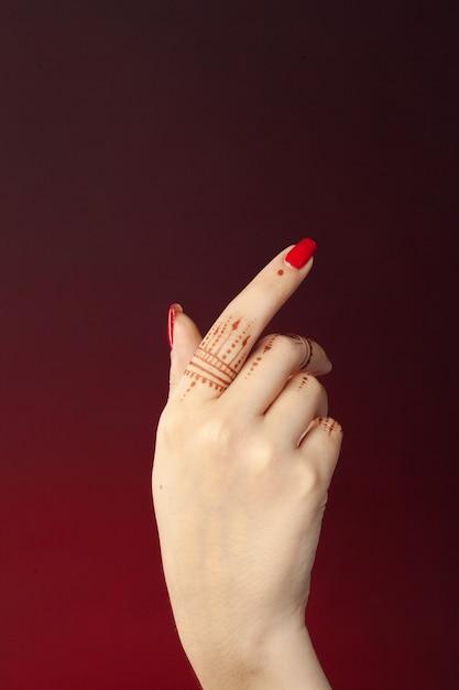 Mulher, mãos, com, mehndi Foto Premium