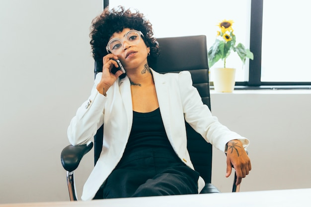 Mulher negócio, trabalhando, escritório Foto gratuita