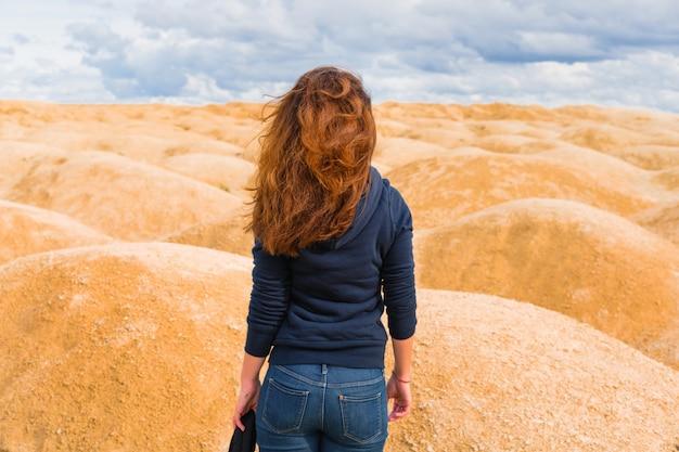 Mulher no retrato do deserto Foto Premium