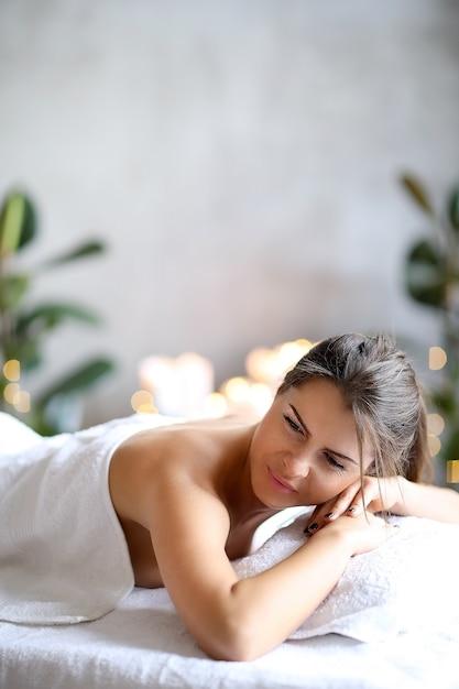 Mulher no spa Foto gratuita