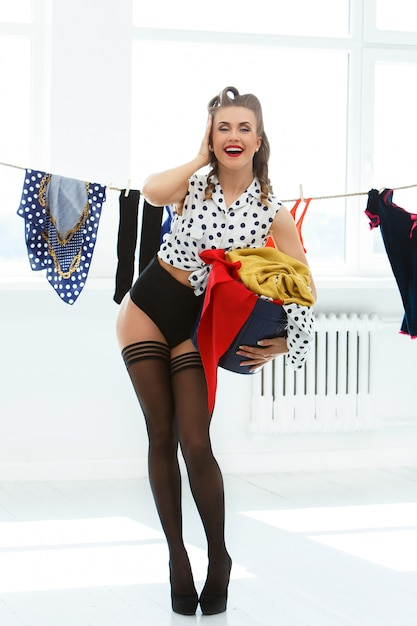 Mulher pin-up na meia-calça Foto gratuita