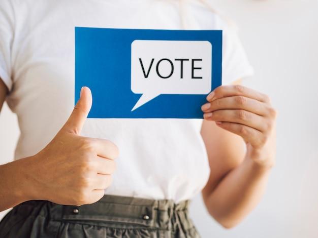 Mulher pronta para votar Foto gratuita