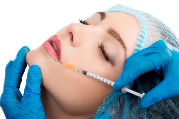 Mulher recebendo injeção de botox Foto Premium