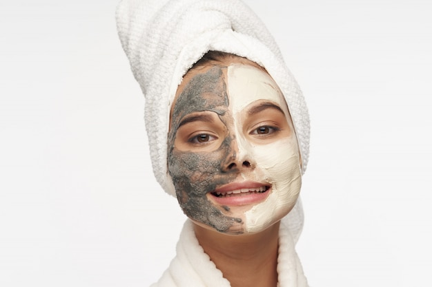 Mulher rosto cuidados, máscaras e retrato Foto Premium