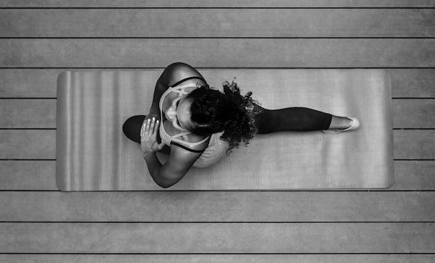 Mulher saudável, fazendo, ioga Foto gratuita