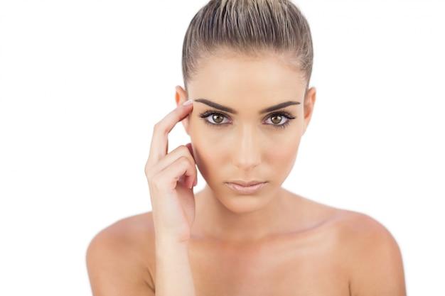 Mulher severa olhando Foto Premium