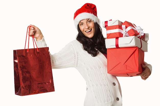 Mulher sorridente com presentes de natal Foto Premium