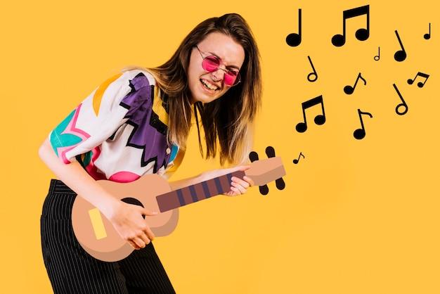 Mulher tocando uma guitarra de filtro de ícone Foto gratuita