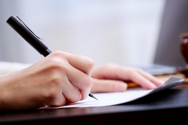Mulher, trabalhando, com, documentos Foto Premium