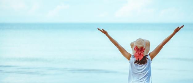 Mulher verão relaxe férias Foto Premium