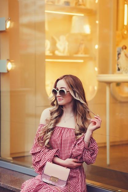 Mulher vestindo vestido Foto Premium