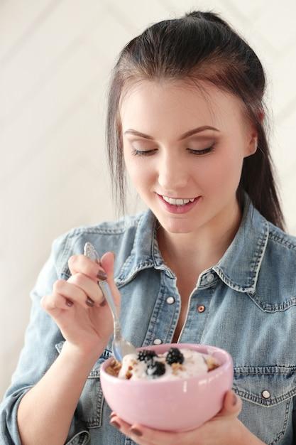 Mulheres com seu café da manhã Foto gratuita