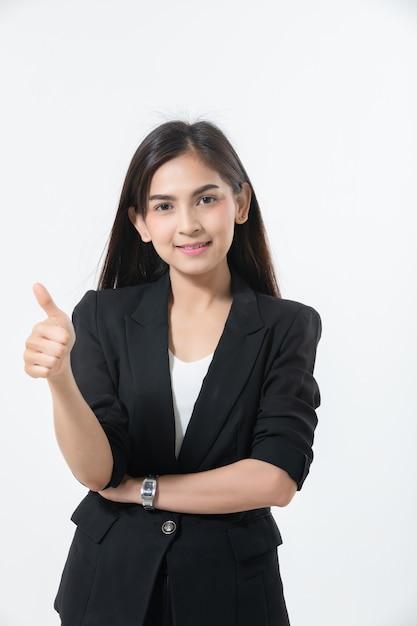 Mulheres de negócios asiáticos estão sorrindo e thump sinal de mão para trabalhar feliz e sucesso e ganhar Foto Premium