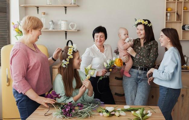 Mulheres de todas as idades e bebê Foto gratuita