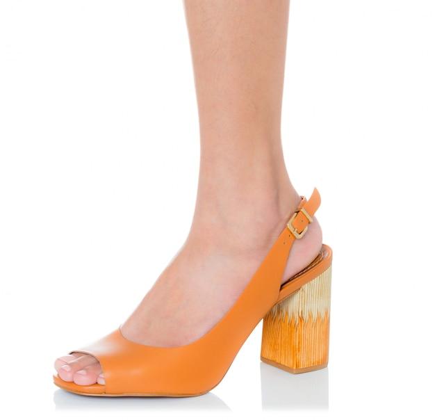 Mulheres, desgastar, couro, robusto, salto alto, moda, sapatos, com, vista lateral, perfil, isolado, branco Foto Premium