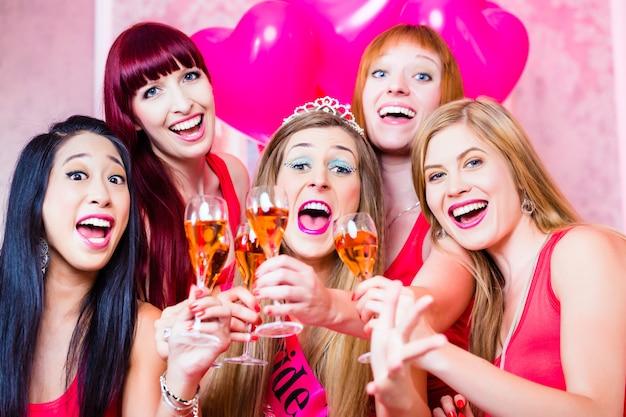 Mulheres, tendo, bachelorette, partido, noturna, clube Foto Premium