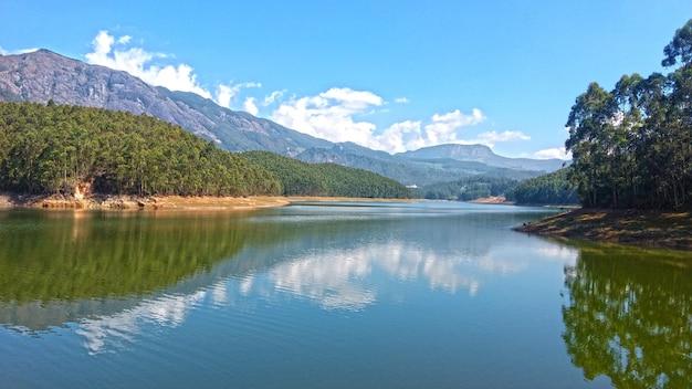 Munnar kundala lake view kerala, índia Foto Premium