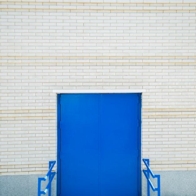 Muralha da cidade com porta Foto gratuita