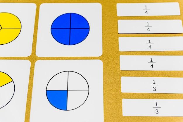 Na pedagogia montessoriana, a matemática de várias maneiras pode ser ensinada na sala de aula Foto Premium