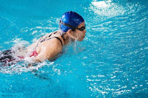 Nadadores estão nadando Foto Premium