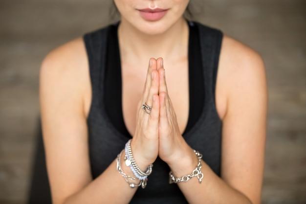Namaste gesto closeup Foto gratuita