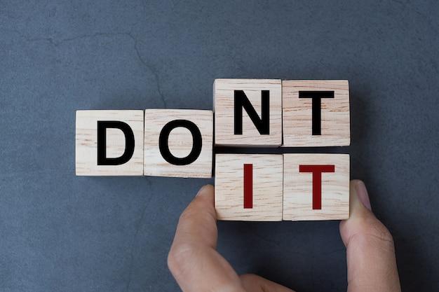 Não faça palavra no fundo da tabela. Foto Premium