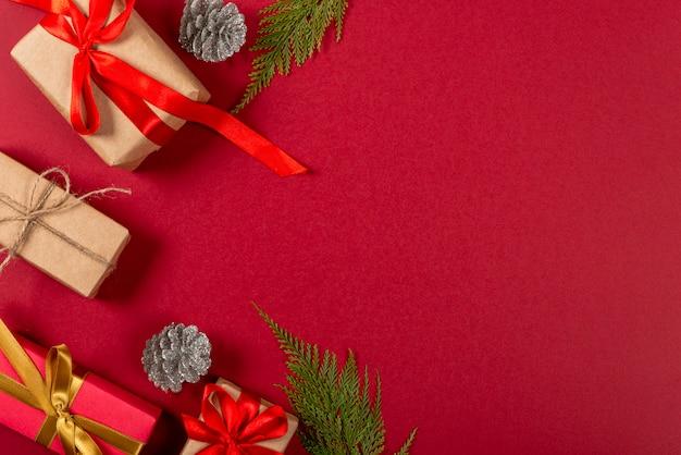 Natal criativo. fundo vermelho. Foto Premium